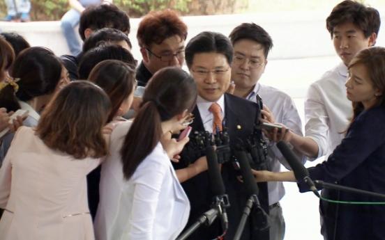 Saenuri lawmaker quizzed in Sung Woan-jong graft probe