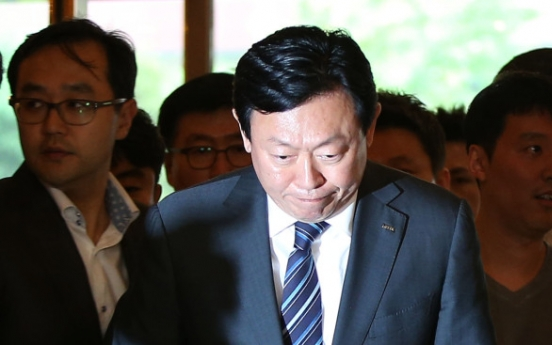 Lotte chairman strives to soothe citizens over feud