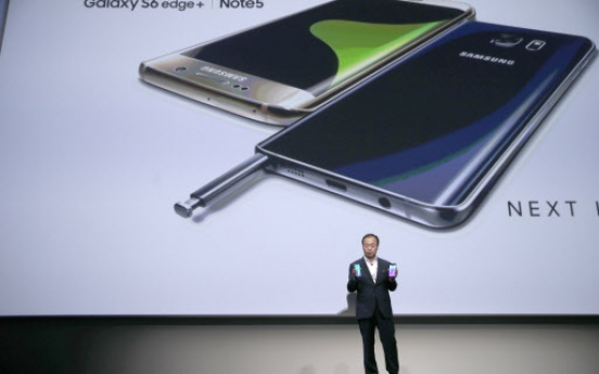 Samsung pushes new phablets amid ailing handset returns