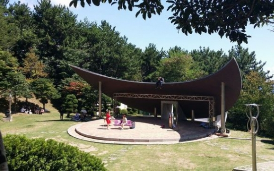 Busan plays offer 'Absurdity in the Park'