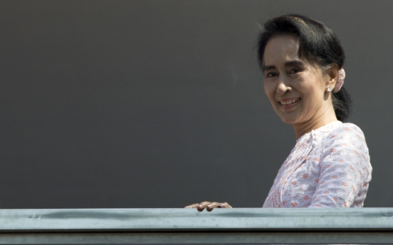 Suu Kyi's party projects landslide in historic Myanmar vote