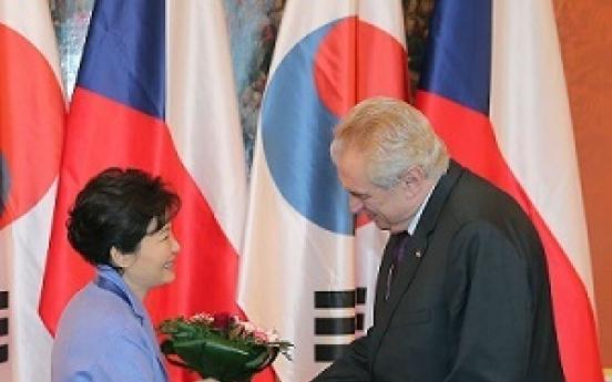 Korean, Czech leaders celebrate partnership upgrade