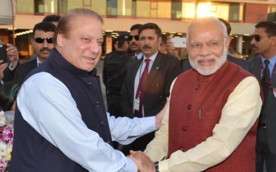 [Newsmaker] India's Modi arrives in Pakistan