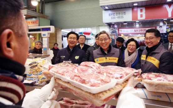 [Photo News] Visit to traditional market