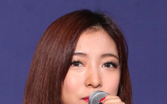 Luna says f(x) music is trendy, global