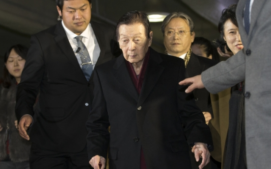 Lotte founder testifies over his mental status
