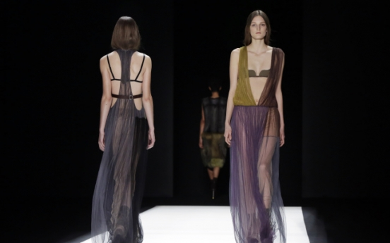 Vera Wang brings Modigliani, Giacometti to N.Y. runway