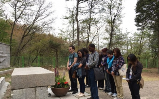Foreign students learn about spirit of April Revolution