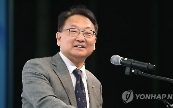 Korea to pursue rapid restructuring, safeguard jobs