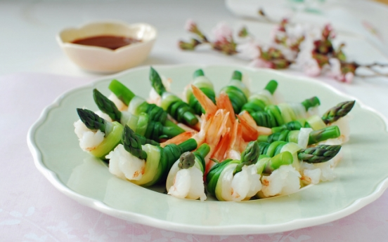 [Home Cooking] Saeu ganghoe (Green onion-tied shrimp and asparagus)
