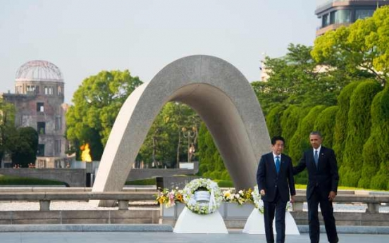 Obama pays tribute at Hiroshima nuclear memorial