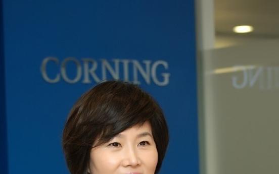 [EYE] Corning chief breaks female leader stereotype