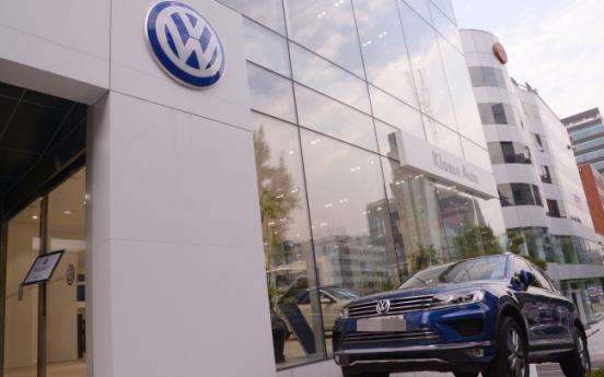 [VW SCANDAL] VW's largest dealer apologizes for emission scandal