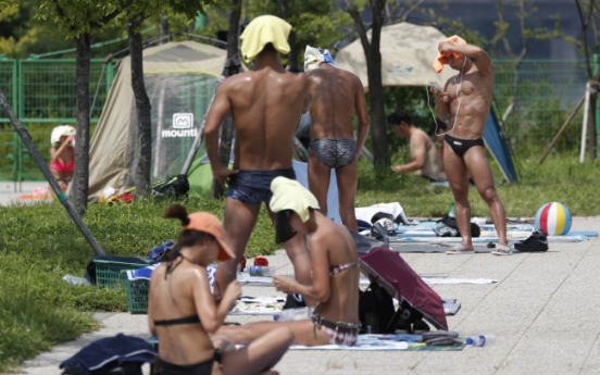 Sweltering heat influenced by hot air from China