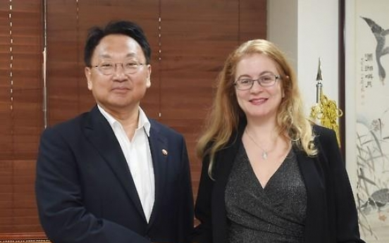 Korea's finance minister meets with GCF head