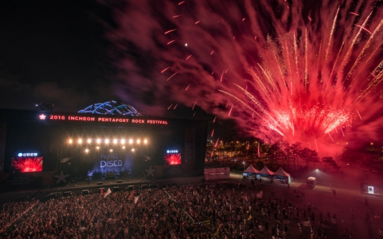 [Herald Review] Weezer, Panic! at the Disco electrify Pentaport Rock Fest