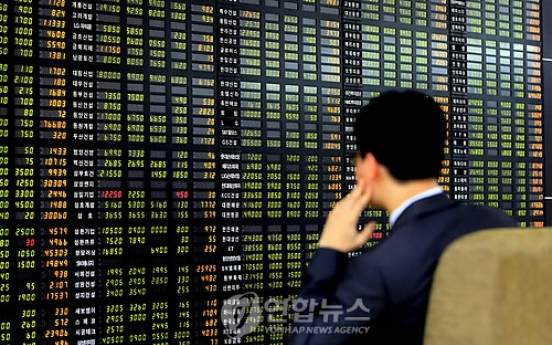 Korean stocks, currency fall on possibility of US rate hike