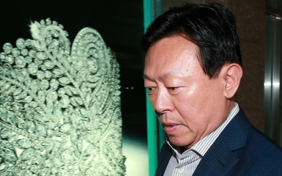 Lotte Chairman Shin Dong-bin grief-stricken over death of his top aide