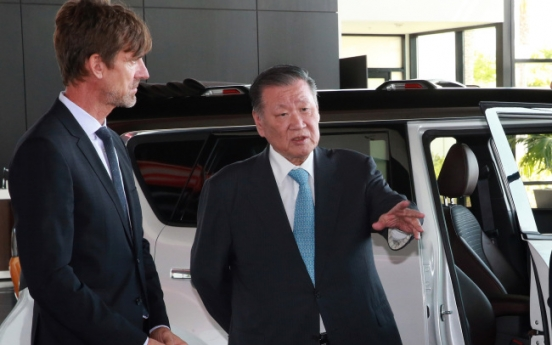 [Photo News] Hyundai Chief visits US design center