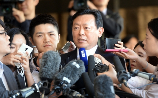 [LOTTE CRISIS] Lotte Group Chairman Shin Dong-bin appears at prosecutors' office