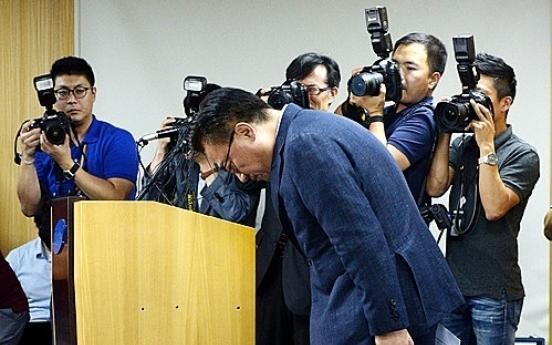 Cornered Samsung mobile chief vows to rebuild consumer trust