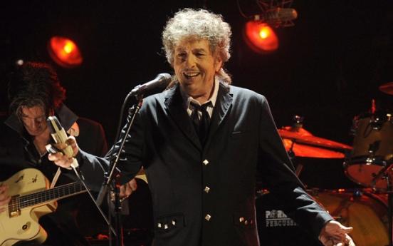 [Newsmaker] Bob Dylan wins Nobel Literature Prize