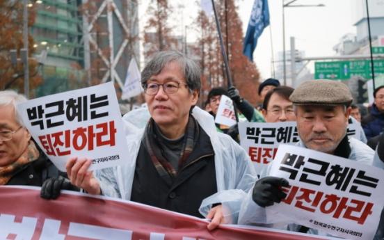 Professors unite against President Park