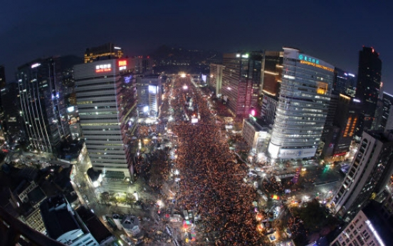 [UPDATE] Up to 1.5 million march to presidential office in protest