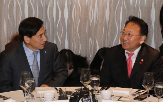 Finance minister, BOK chief vow to tackle market uncertainties
