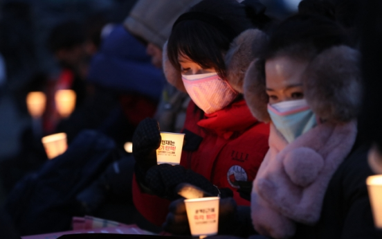 Koreans brave biting cold to demand Park's resignation