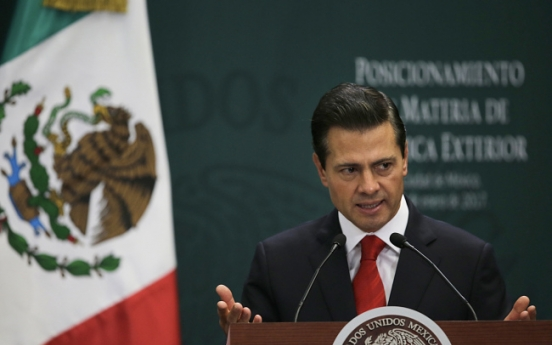 Mexicans begin to unite in fight against Trump's plans
