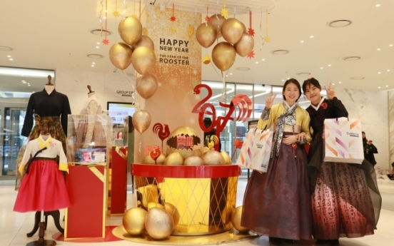 [Photo News] Chinese shoppers at Galleria Duty Free 63