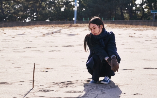 Director Hong Sang-soo to attend Berlin film fest possibly with actress Kim Min-hee