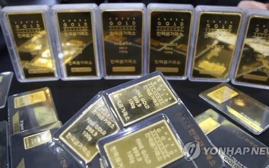 Gold-related funds gather pace on weaker dollar