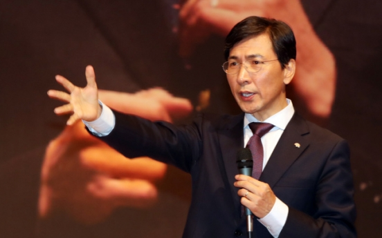 Moon widens gap with An in polls