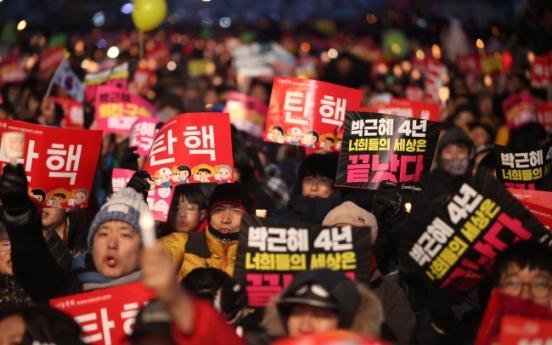 [From the scene] Rallies sharpen their rhetoric as Park trial nears end