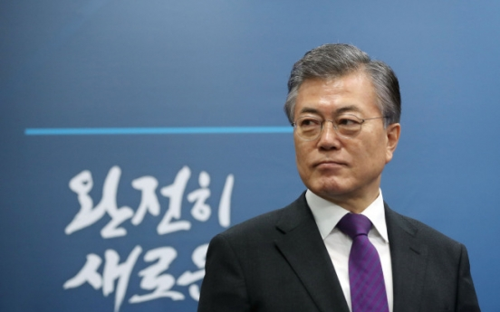 Moon continues to lead opinion poll ahead of impeachment ruling