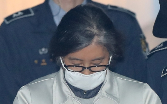 Park's friend at center of scandal apologizes to her: lawyer