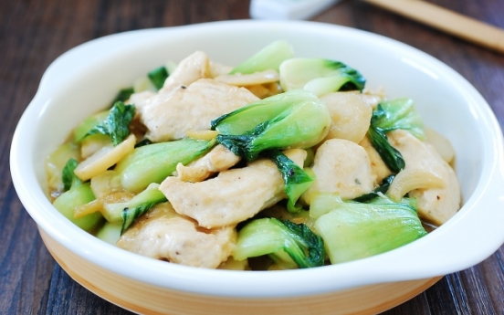 [Home Cooking] Dak cheonggyeongchae bokkeum (Stir-fried chicken and bok choy)