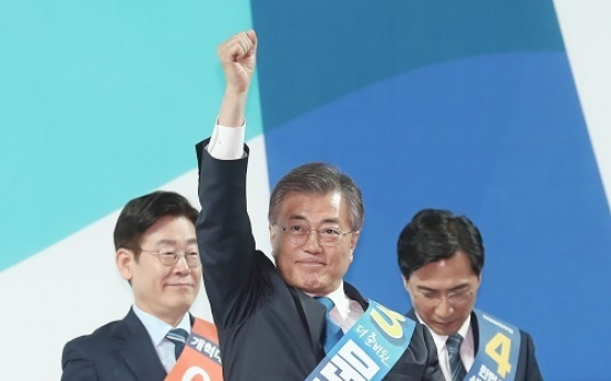 Moon wins first primary in landslide