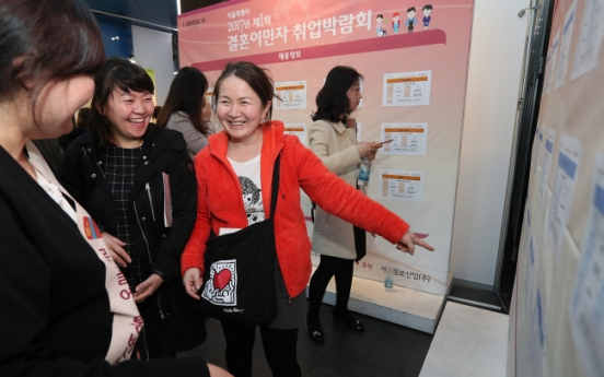 Seoul holds job fair for foreign spouses