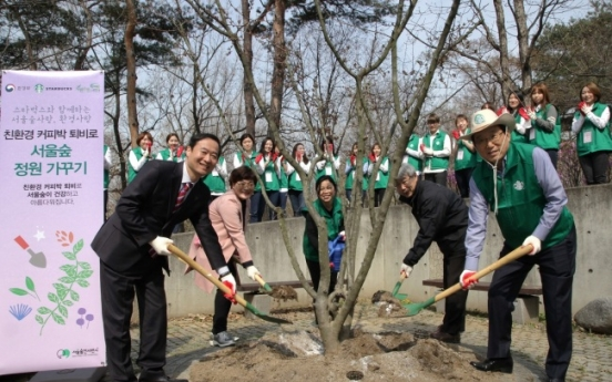[Photo News] Starbucks hosts resource recycling campaign event