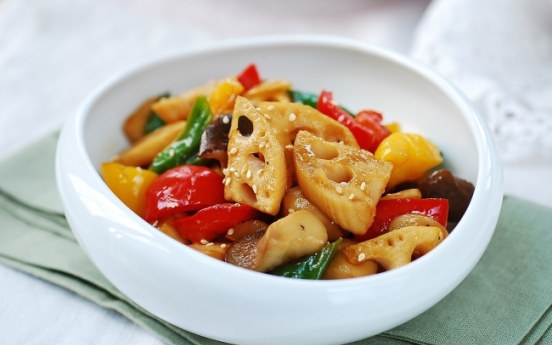 [Home Cooking] Yeongeun Bokkeum (Stir-fried lotus root with peppers and mushrooms)