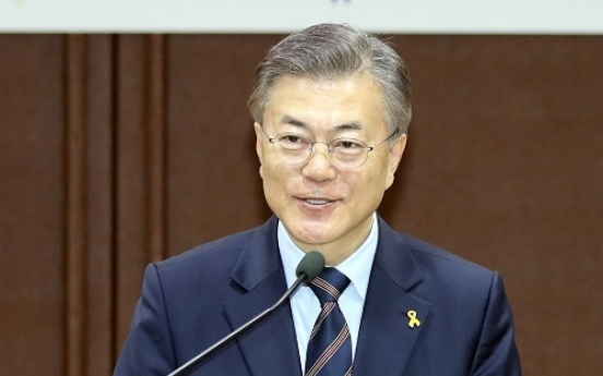 Presidential front-runner Moon widens gap with runner-up: poll