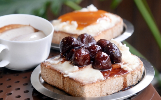 Earl Grey espresso and ricotta fig toast at Cafe Halfmoon