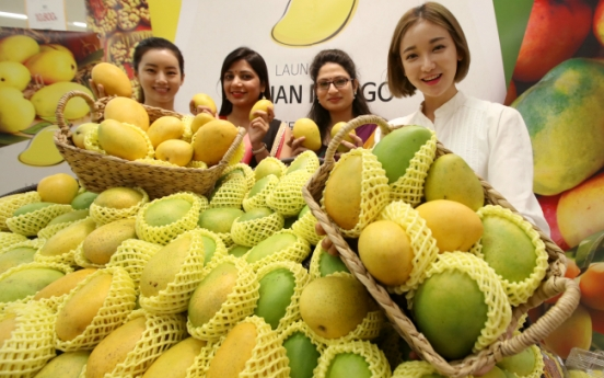 [Photo News] Mangoes from India are sold at E-mart's discount chain stores