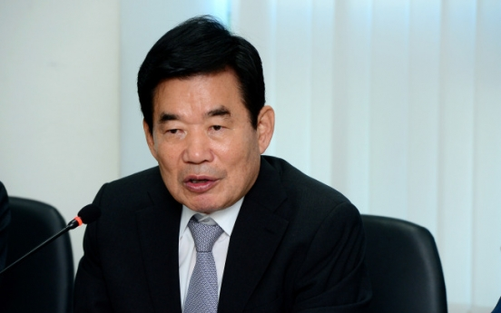 Moon's policy planner slams chaebol as priority to change