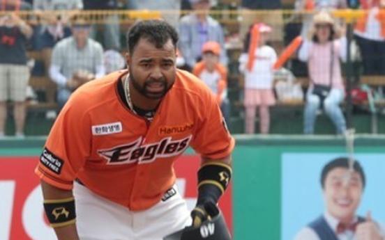Ex-big league catcher to get more backstop duties in Korea