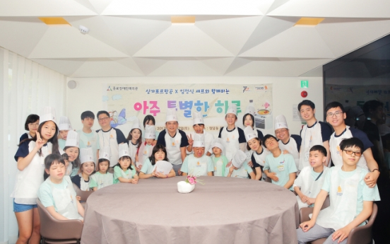 [Photo News] Singapore Airlines hosts cooking class for children with visual impairment