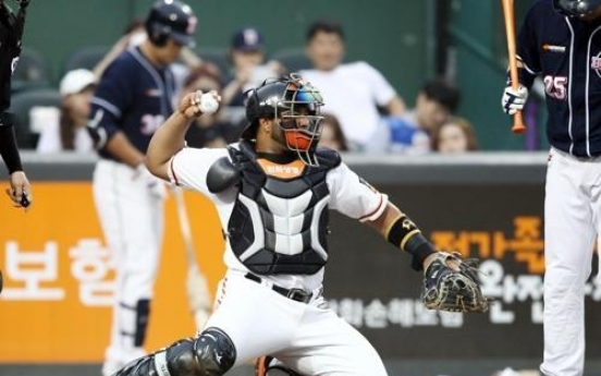 Ex-MLB players become first Dominican batterymates to win in Korea
